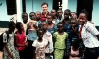 Stephen Yi and African children