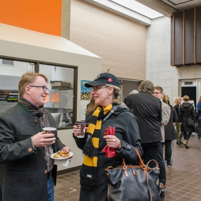 Alumni and faculty/staff socializing