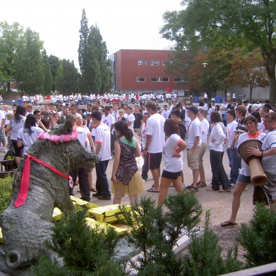 Students gathered in Arts Quad for orientation in 2007.