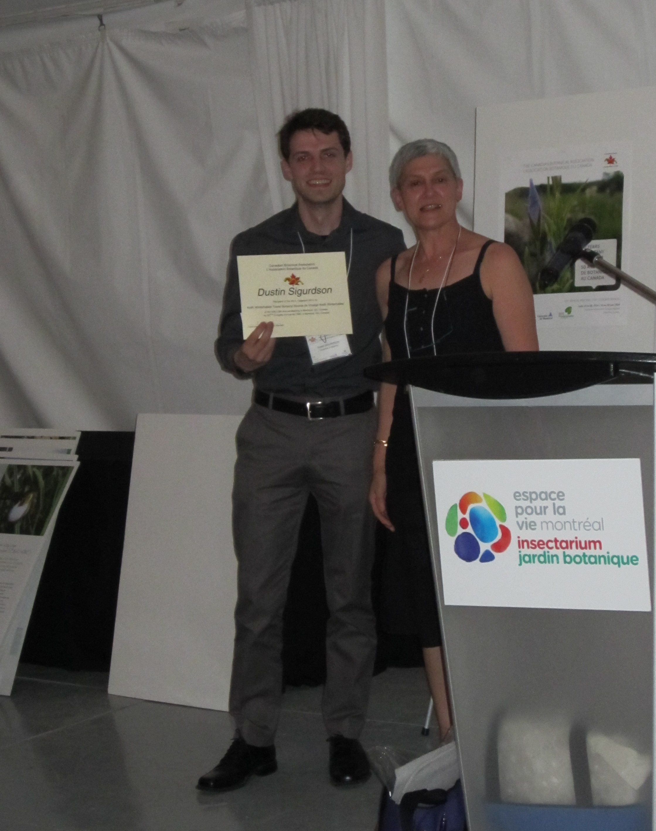 Dustin Sigurdson receiving award from Frederique Guinel