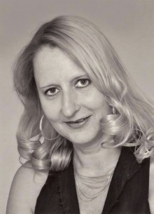 Headshot of Sabine Appel, an author who specializes in historical biographies.