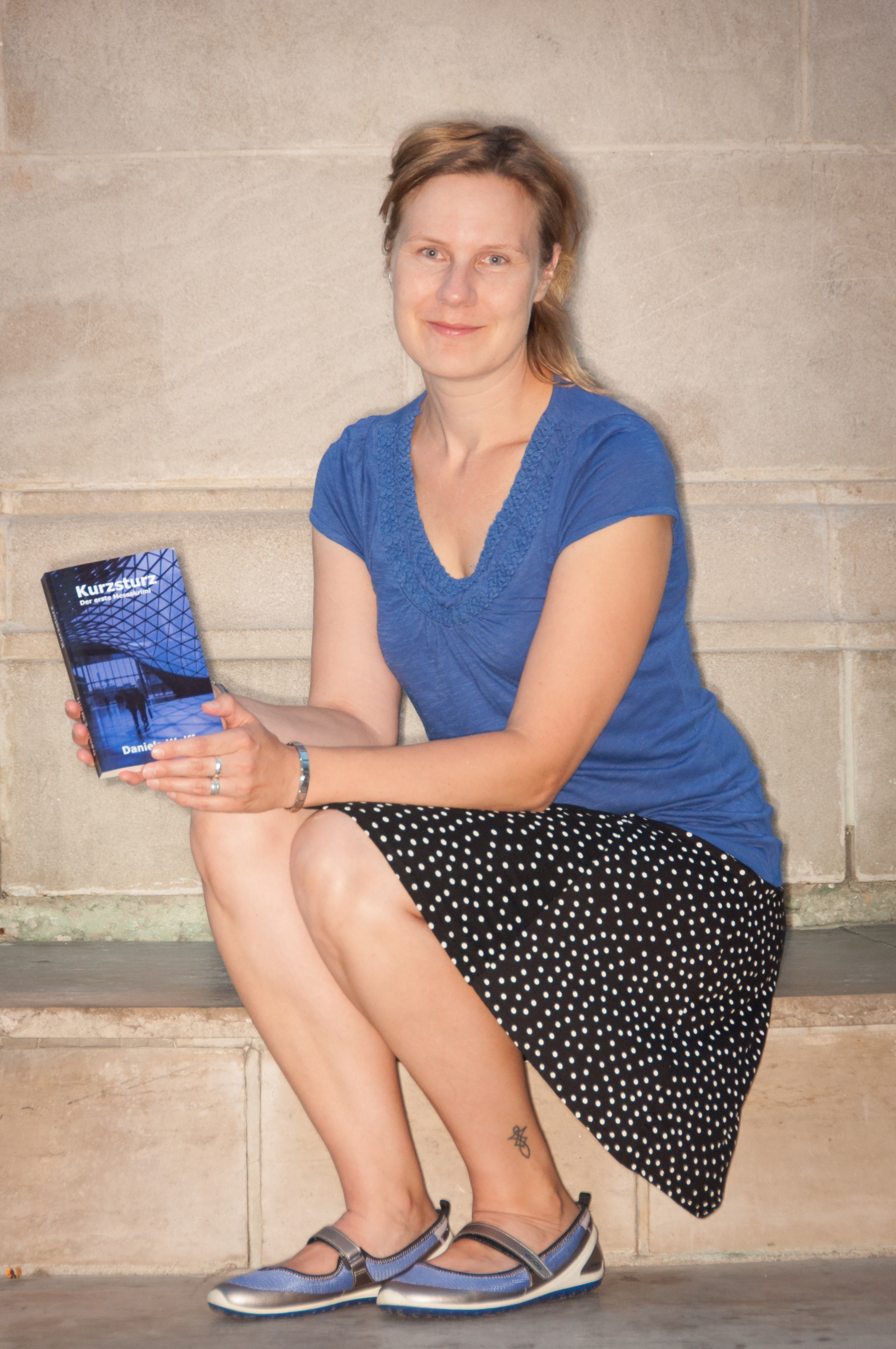 Photo of Daniela Wolff, the author of the German novel Kurzsturz