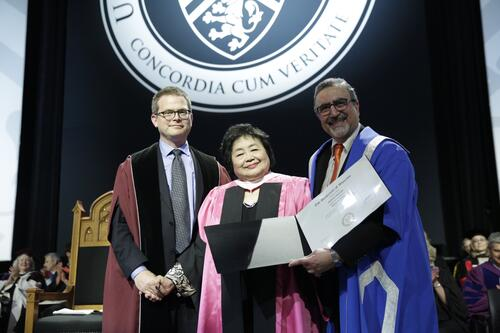 Setsuko Thurlow accepting her honourary Doctorate