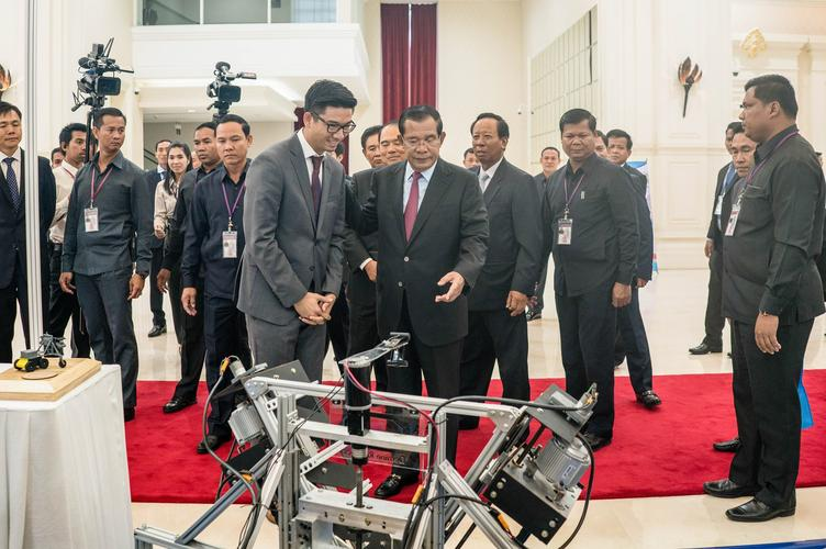 Richard showing Cambodian Prime Minister the excavator