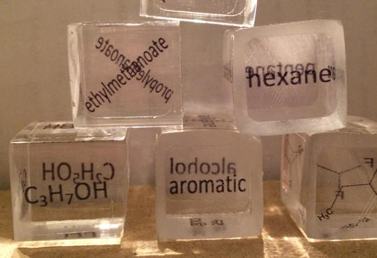 3D cubes for practicing organic nomenclature and classification. Six dice include chemical names, structures and terms.