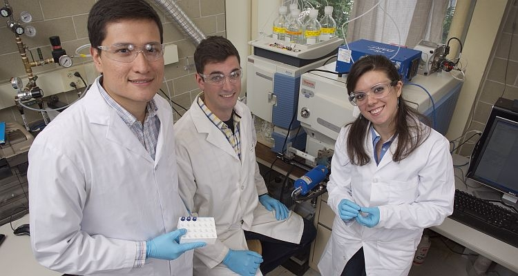 photo of graduate students in lab