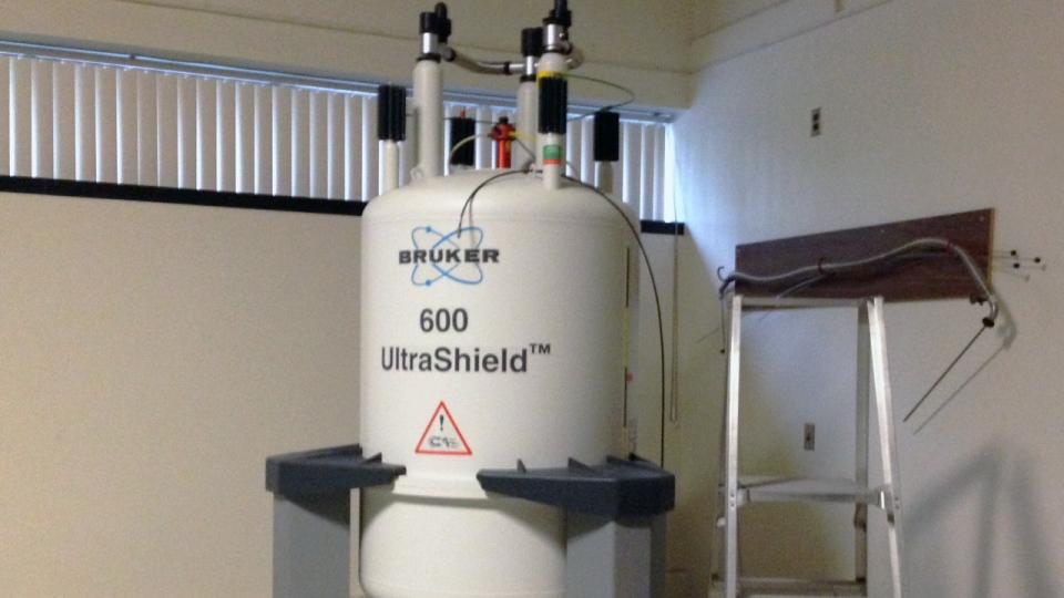 Liquid helium tank