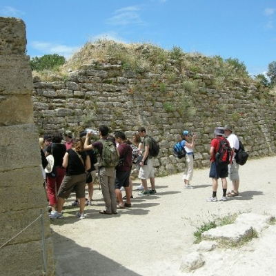 17. Waterloo students at the walls of Troy VI