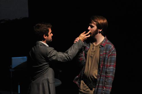 Man touches Richard III's face
