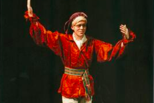 Man performs in Pyramus and Thisbe