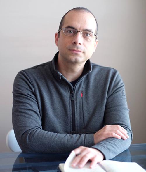 photo of Professor Eric Blais