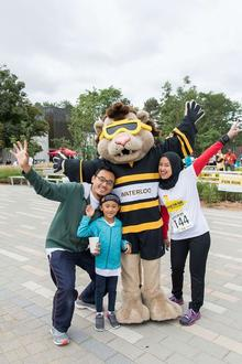 An alumni family poses with King Warrior.