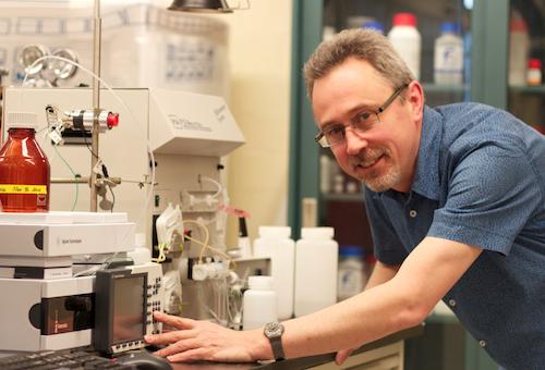 Philippe van Cappellen wokring in laboratory