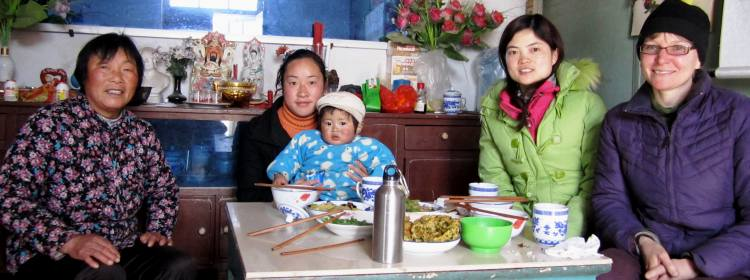 Steffanie Scott having lunch with a Chinese family.