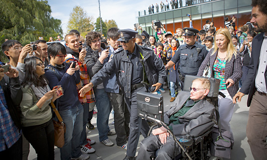 Stephen Hawking surrounded by students at the University of Waterloo