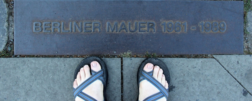 Feet in sandals at Berliner Mauer