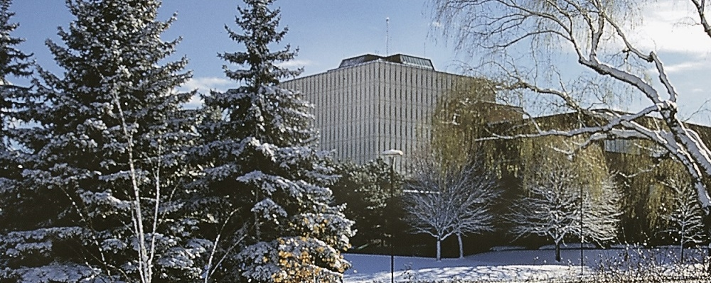 Winter 2017 image of Dana Porter library with snow