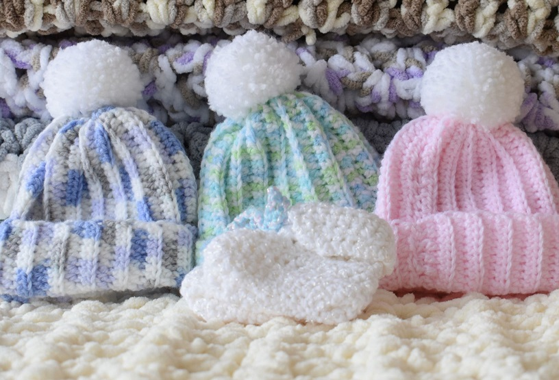 3 HAND KNIT BABY HATS