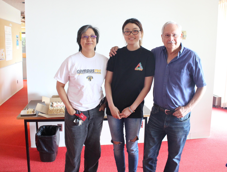Jennifer Li (middle) her supervisors Dr. Vivian Choh (left) and Dr. Jake Sivak (Right)