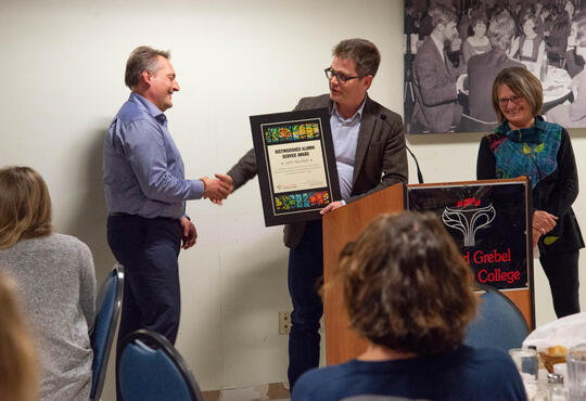 John Neufeld receives the distinguished alumni award