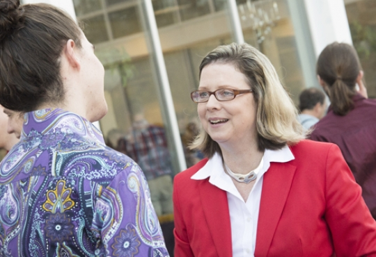 Susan Schultz Huxman chats with a student at Convocation