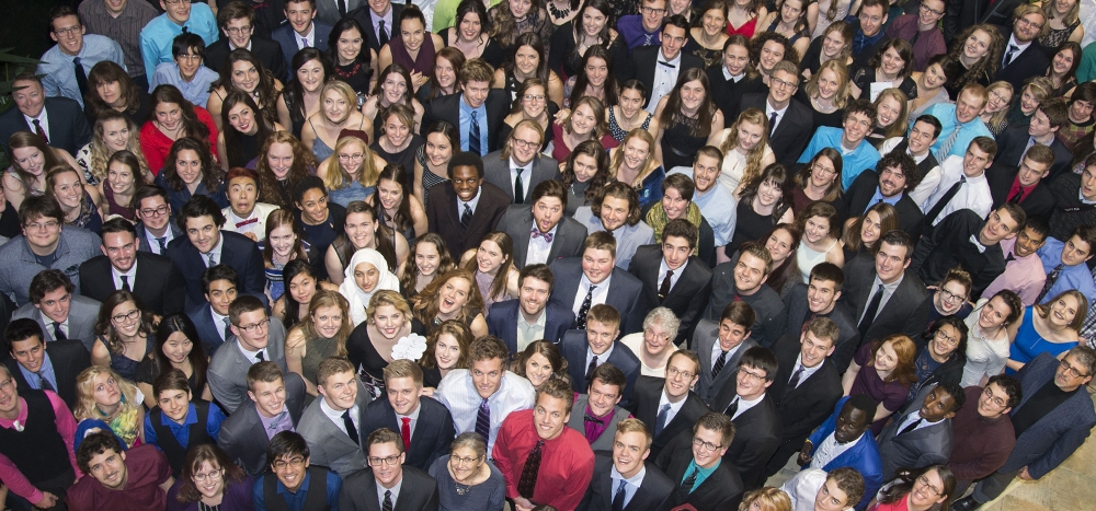 Large group of Grebel students
