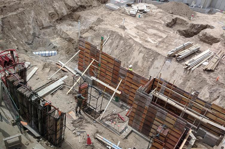 retaining walls for concrete are set up during construction
