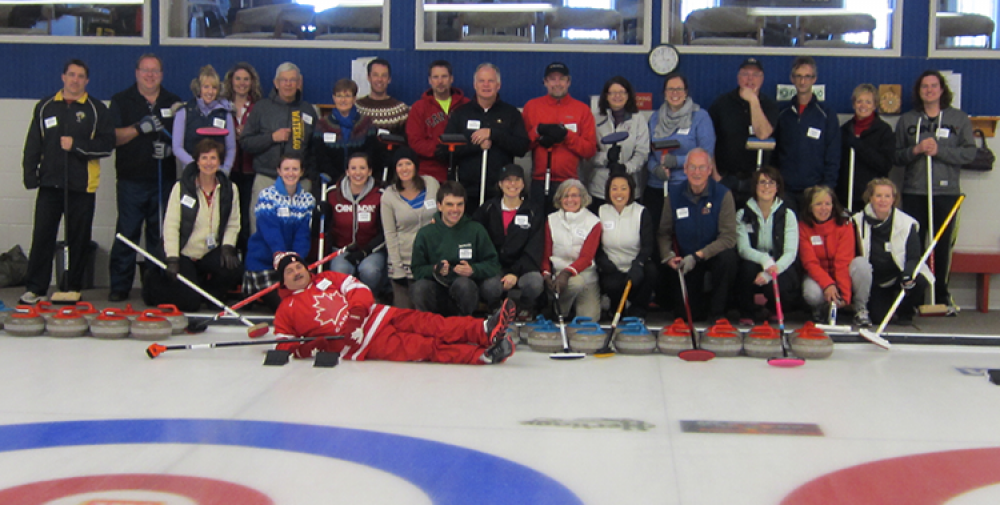 Group photo of bonspiel curlers on the ice.