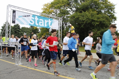 Participants starting the race
