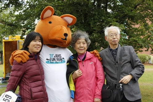 A family standing with AHSSIE the mascot
