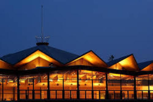 A theatre building designed by Robert Fairfield which looks similar to a tent structure. Festival Theatre, Stratford