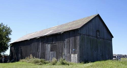 A photo of the exterior of the English Wheat Barn in Brampton, ontario