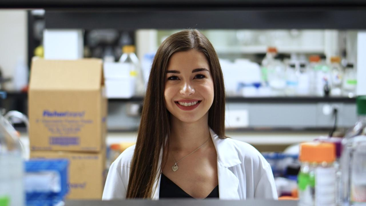 Natasha Knier in lab