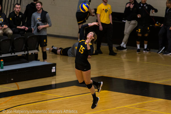 Claire Mackenzie serves the ball during a uwaterloo women's volleyball game.