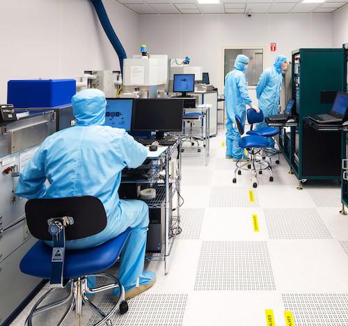 Équipement de l'installation de fabrication et caractérisation nanométriques quantiques