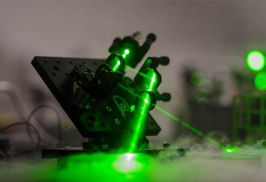 A visible green laser in a quantum optics experiment