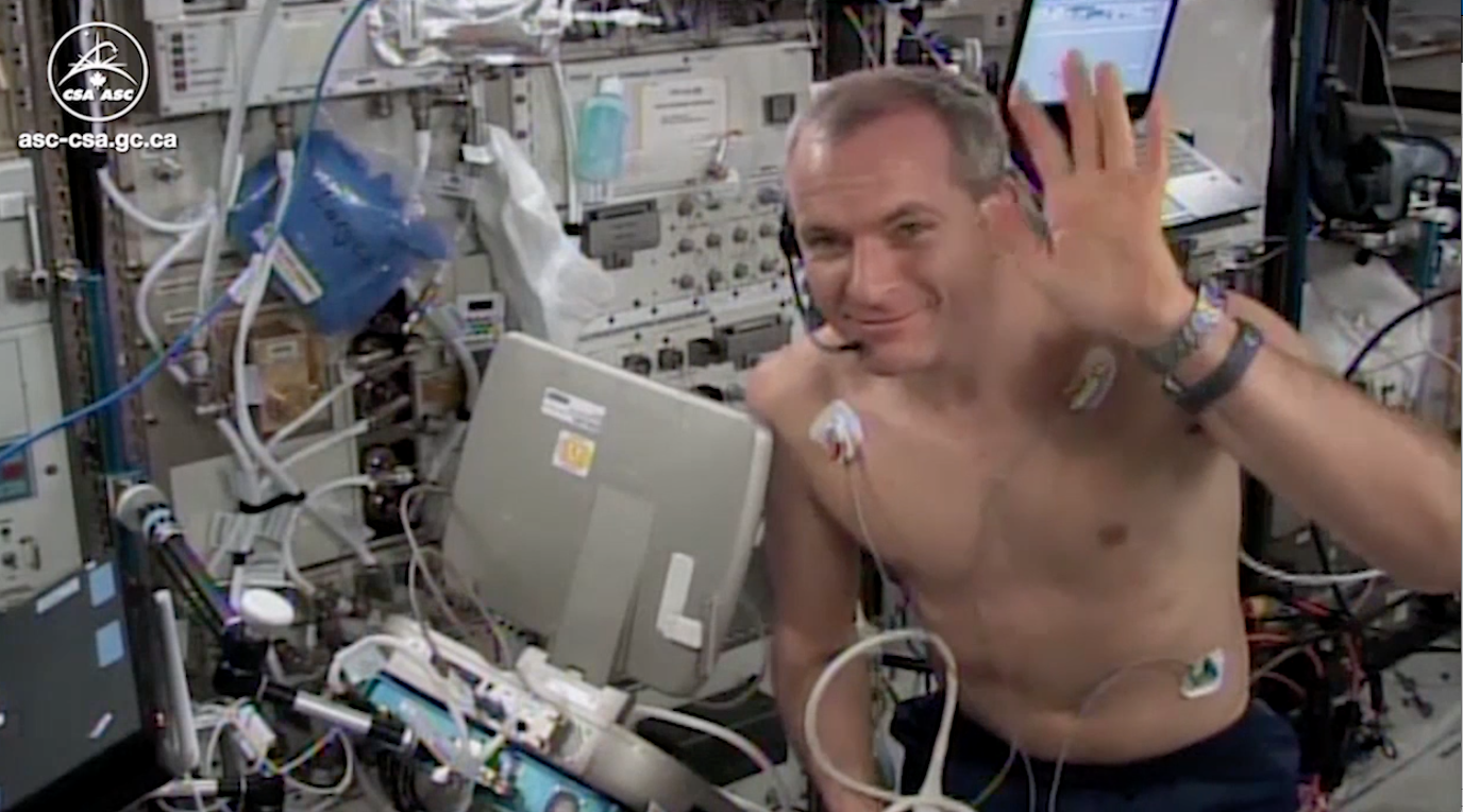David Saint-Jacques waving from the ISS