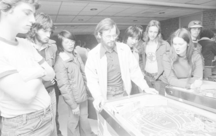 Image of students watching Dave McCarthy play pinball.
