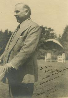 Photograph of Mackenzie King, inscribed to Harvey J. Sims.