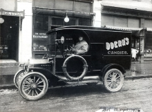 Doerr's Candies delivery car