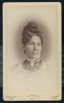 Carte de visite of unidentified woman