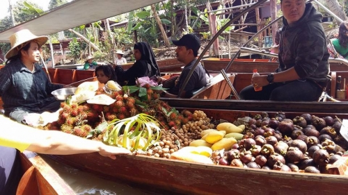 selling produce by boat