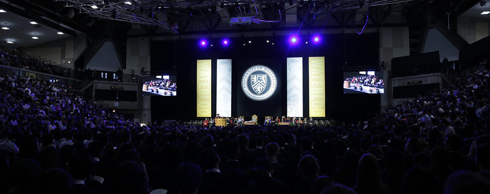 A wide angle shot of the convocation stage