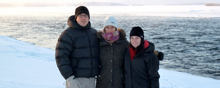Bryan Grimwood and two graduate students in front of snowy Thelon River.