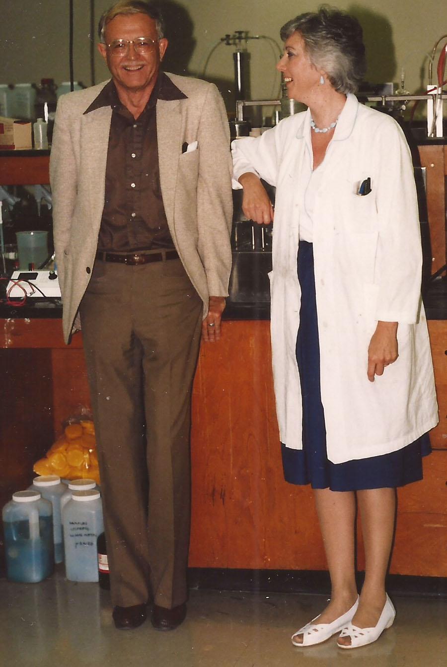 فرانسيس فان في معمل الهندسة الكيميائية في التسعينيات