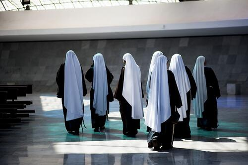 Multilingual nuns