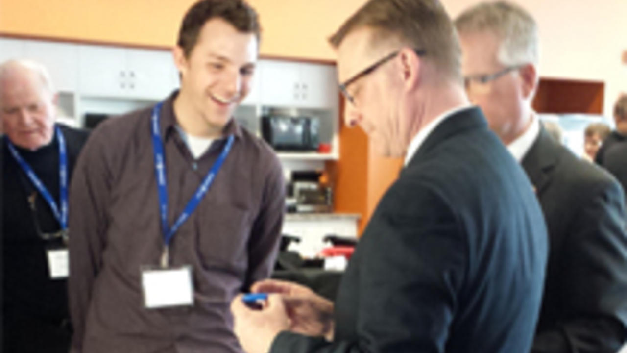 Ryan Denomme (Nicoya Life Sciences and previous SEB fellow) demos product for Peter Braid and Gary Goodyear