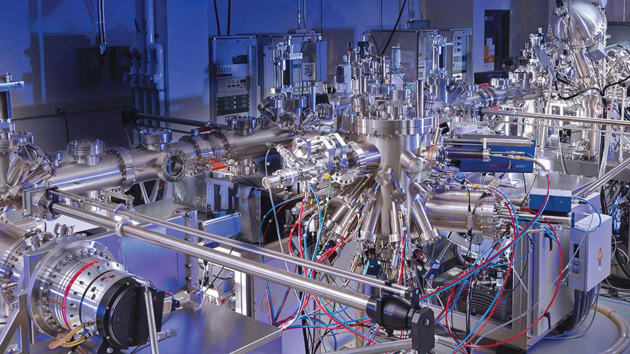 Quantum ultra high vacuum system in the IQC lab