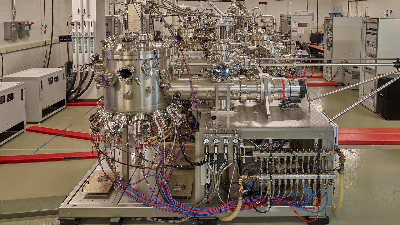 Machine in David Cory's IQC lab