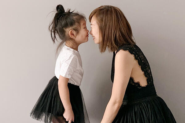 Sarah Cheng with her daughter.
